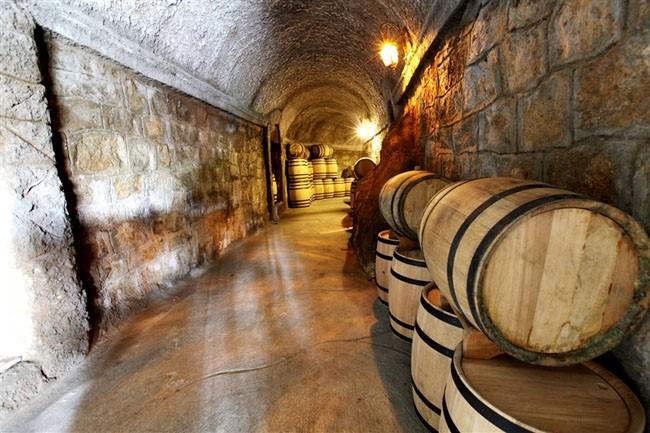 Hầm rượu cổ Debay vẫn còn tồn tại đến tận hôm nay