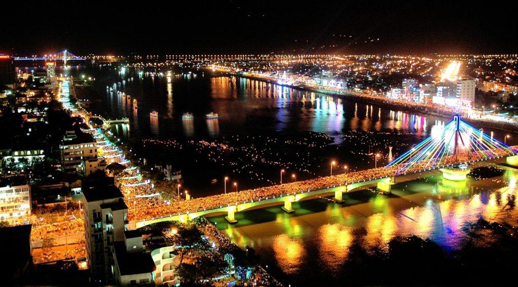 Ảnh Cầu sông Hàn rực rỡ về đêm